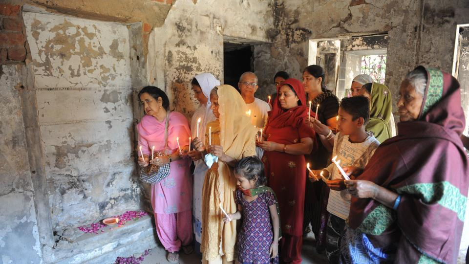 Relatives pay homage to those killed at Gulberg Society following the February 2002 Godhra train incident, on the ninth anniversary of the incident in Ahmedabad on February 28, 2011.
