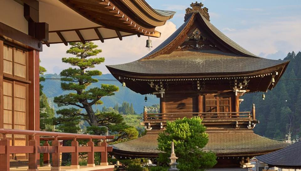 The town of Takayama, which displays the stores and streets of the Edo period, where remnants of old Japan can be felt and experienced.