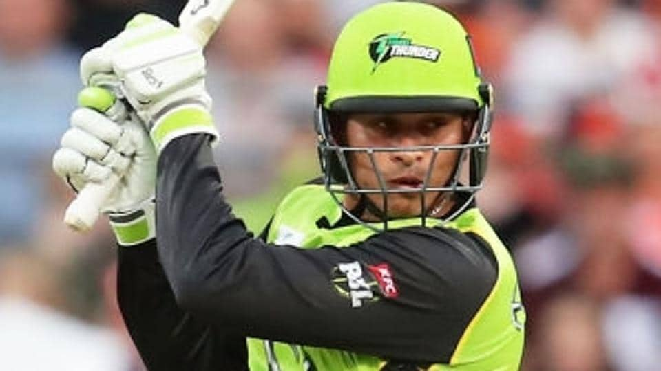Usman Khawaja guided Sydney Thunder to a thrilling win over Perth Scorchers in their Big Bash League encounter.