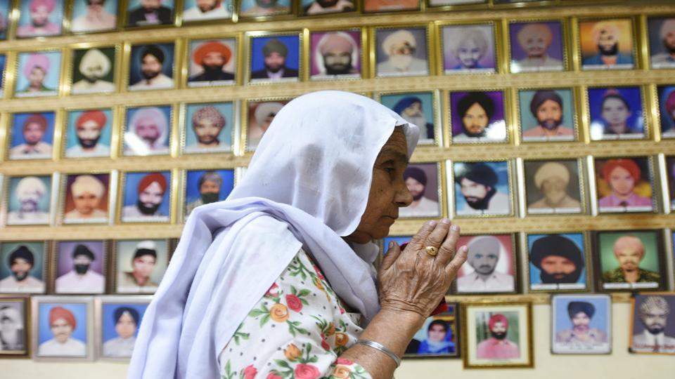 A lady paying tribute to the victims of 1984 anti-Sikh riots at Tilak Vihar in New Delhi, November 2017