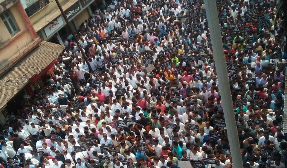The builders walked from Sahajanand chowk in Kalyan (West) to KDMC headquarters.