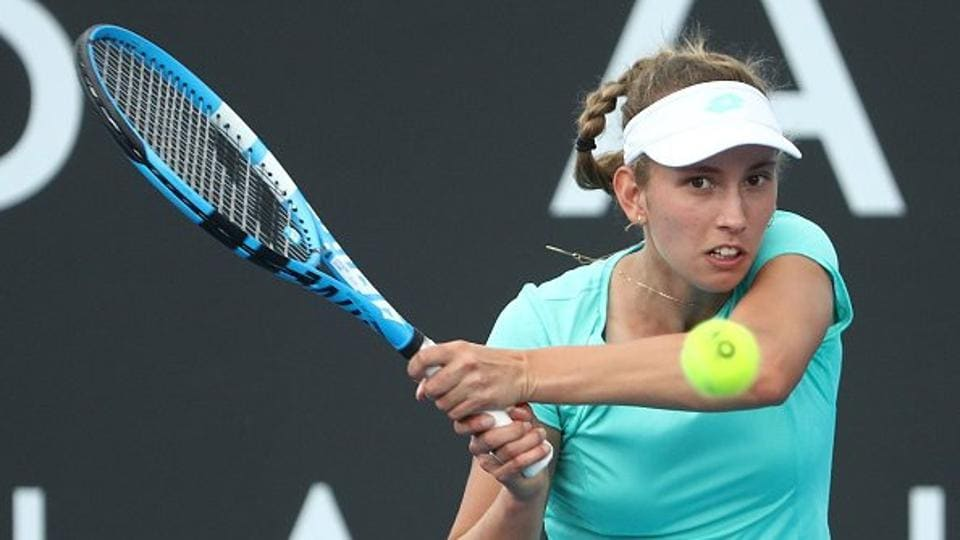 Defending champion Elise Mertens defeated Heather Watson 6-4, 1-6, 6-2 to reach the final of the Hobart International tennis tournament.