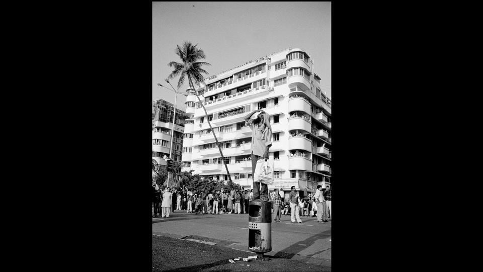 Spectator at an air show, Marine Drive, Mumbai 2005. Taraporevala's photographs of Mumbai (then) are a rare document of the change it has seen, even in the most publicly frequented spaces.  (Sooni Taraporevala / Courtesy Sunaparanta)