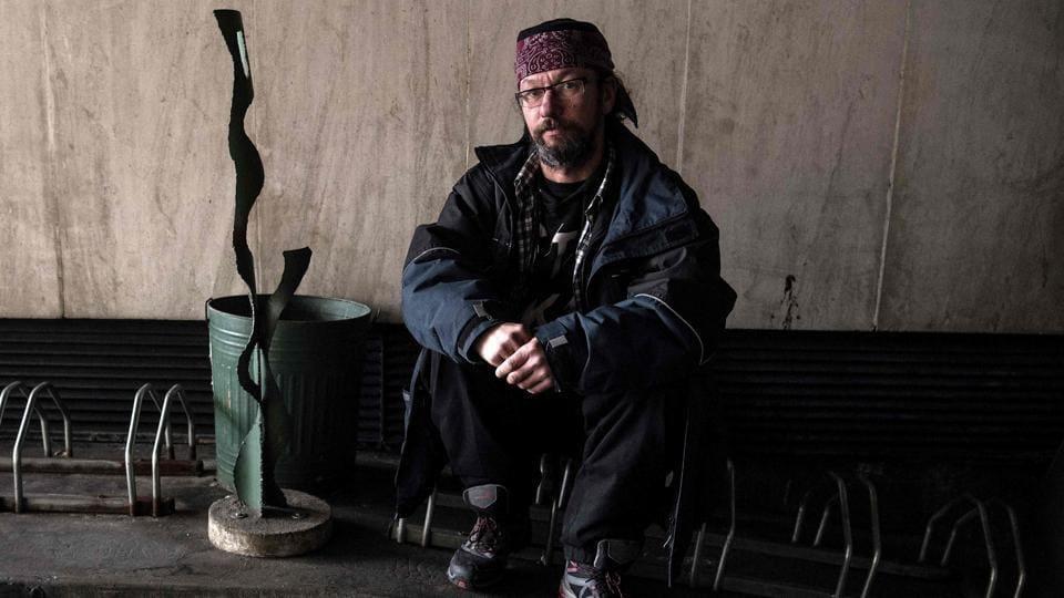 France,Homeless,Social Media