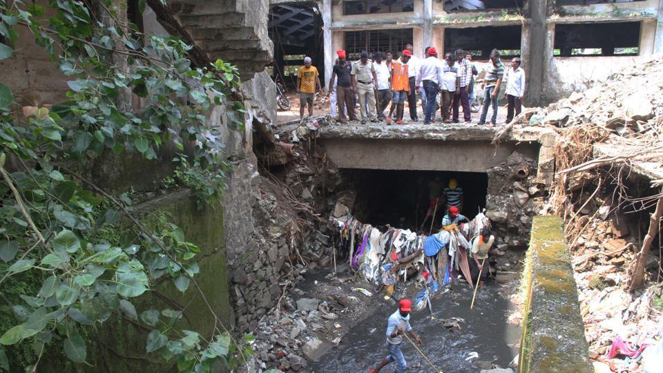 The man drowned in a nullah at Ramnagar, Thane.