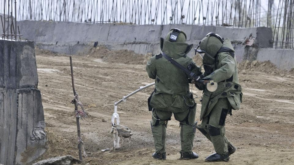 Bomb Disposal Squad defusing an IED in Srinagar.