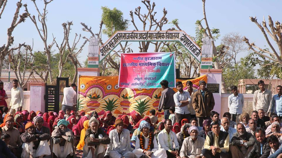 Villagers protest against the privatisation of Shaheed Surjaram government school at Deeppura Rajaji in Sikar district.
