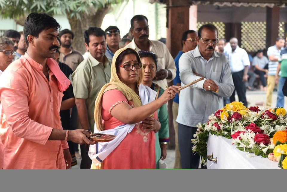 The wife of Captain Ramesh Ohatkar performs the last rites at Vile Parle on Sunday.