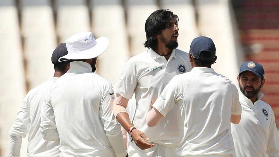Ishant Sharma then got rid of Philander (26) and Keshav Maharaj (6) to reduce South Africa to 215/7.  (BCCI )