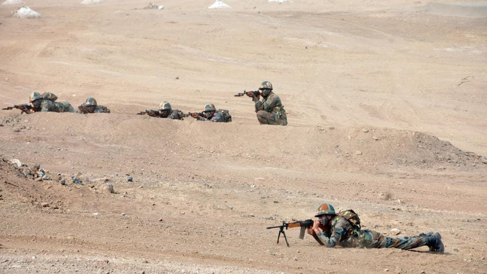 Soldiers in action during a Army fire drill exercise at KK Range, Ahmednagar in Pune. (HT PHOTO)