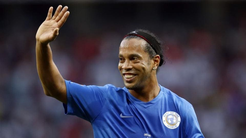 Ronaldinho's brother and agent Roberto Assis said the former Brazil national football team and FCBarcelona star would not play again and would now concentrate on tribute events.