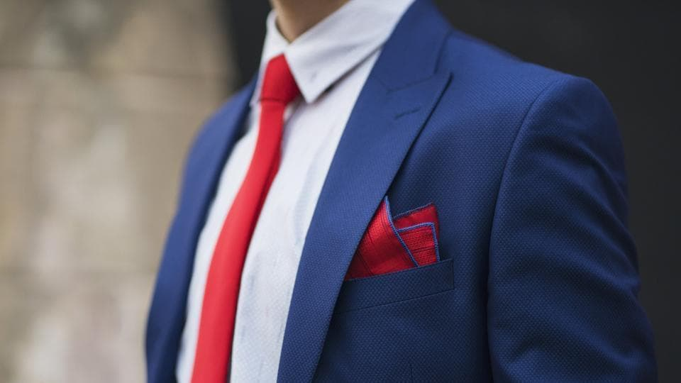 Rediscover pocket squares with this easy to follow guide.