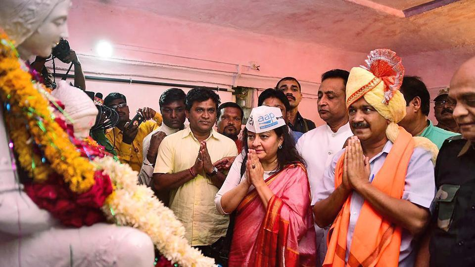 Delhi chief minister Arvind Kejriwal and Aam Aadmi Party leader Preeti Sharma Menon pay tribute to Rajmata Jijabai on the occasion of her birth anniversary at Buldhana in Maharashtra on Friday.