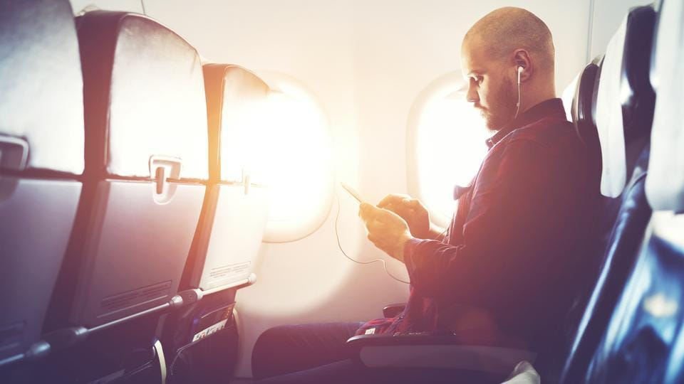 Mobile services in flight,Mobile services during air travel,airplane mode