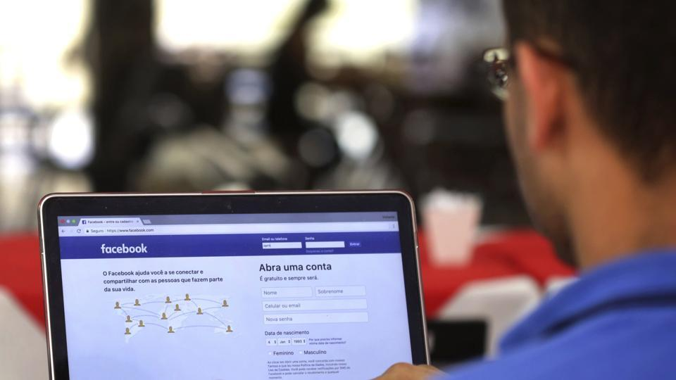Facebook plans to place Stories on top of the newsfeed and not the side bar