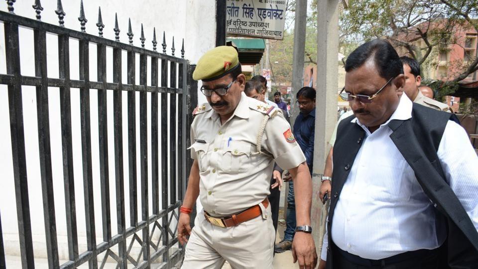 Noida,Yadav Singh,CBI probe
