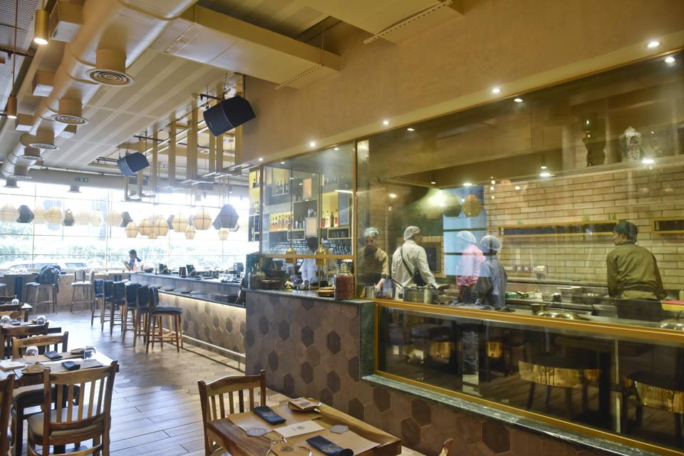 Taftoon at BKC, Mumbai, servies cuisisnes from the Grand Trunk Road, but is thankfully lacking in the kitschy decor that usually accompanies restaurants serving food of a particular region or community.