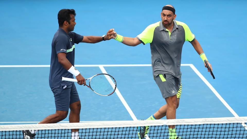 Leander Paes and Purav Raja upset Murray/Soares to enter third round