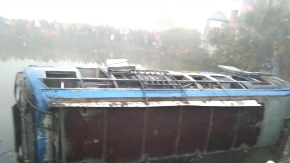 Accident due to fog: 9 dead as bus falls into ditch in West