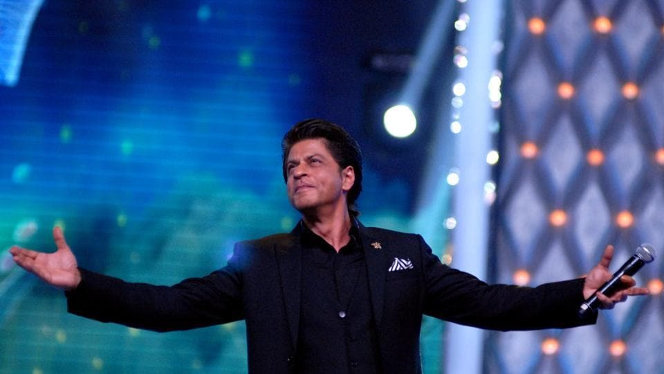 Shah Rukh Khan, here performing at Mumbai Police's Umang 2018, will also perform at the Filmfare Awards ceremony on Saturday.