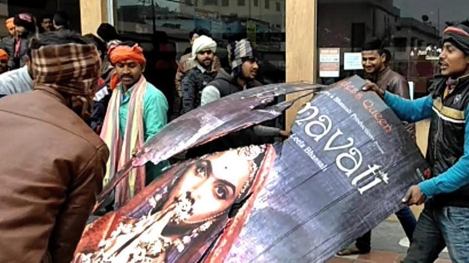 Muzaffarpur: Karni Sena members protest against Sanjay Leela Bhansali's film Padmaavat near Jyoti Cinema Hall in Muzaffarpur.