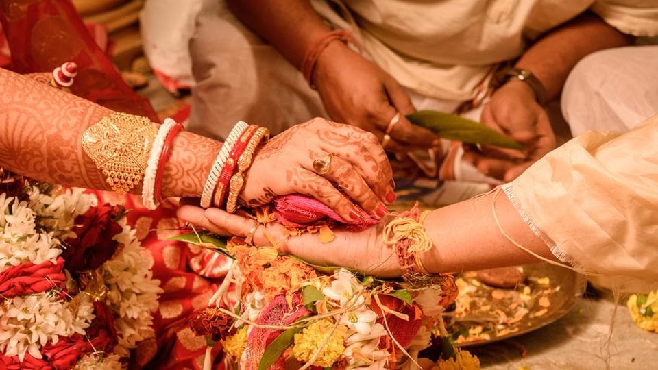 The guests will be able to witness from close quarters the 'haldi' or 'gayey halud' ceremony (turmeric smearing), exchange of garlands, and sindur daan (vermilion ritual).