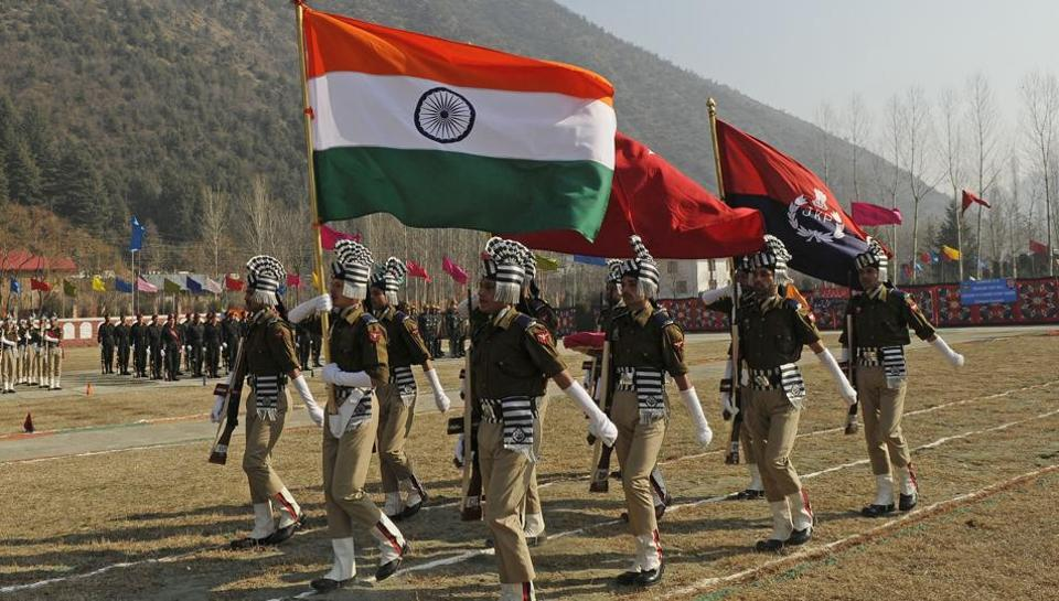 Fresh batch of Jammu and Kashmir Police carry the Tricolour as they take part in their passing out parade at a training centre in Baramulla. (Waseem Andrabi /HT)