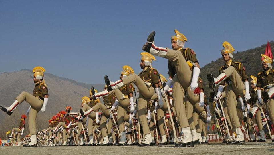 New recruits of the Jammu and Kashmir Police during their passing out parade ceremony at a training centre in Baramulla district (Waseem Andrabi /HT)