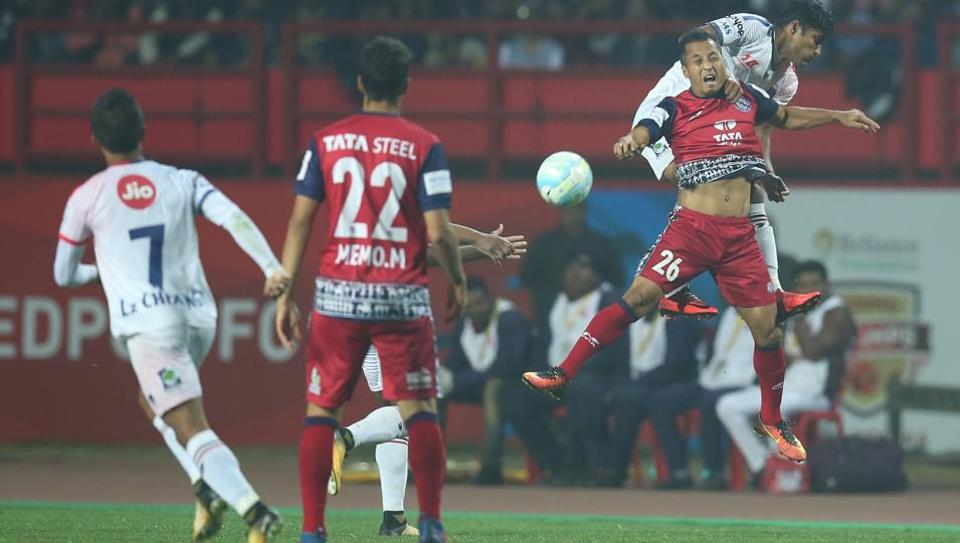 Jamshedpur FC edged past Delhi Dynamos FC in the Indian Super League on Sunday.