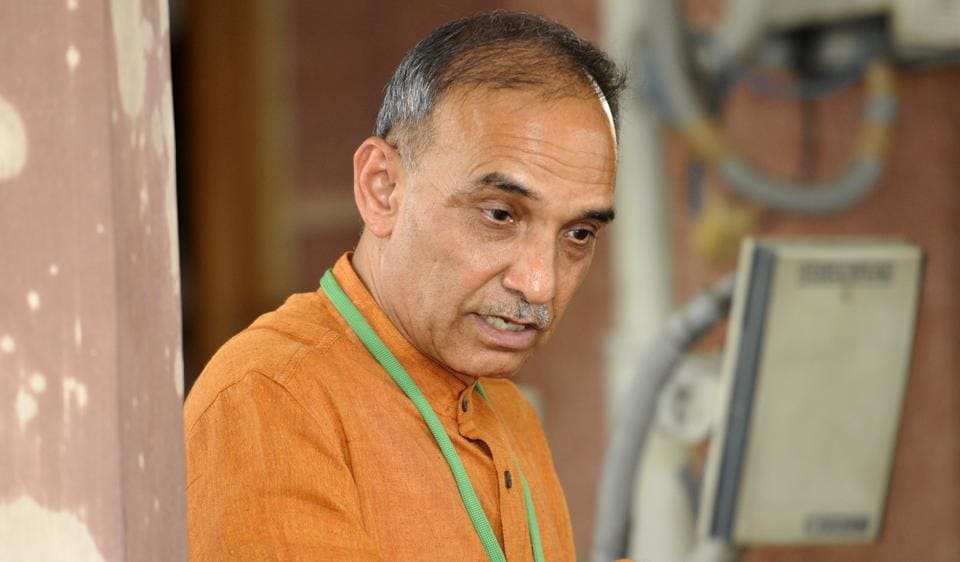 Satyapal Singh maintains his stand on Darwin's evolution theory