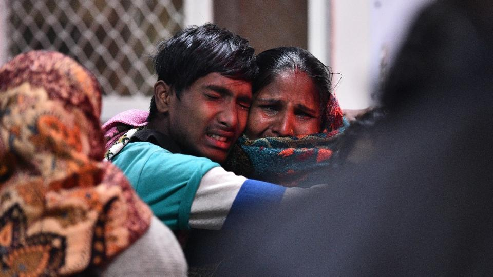 A family cries at the Maharaishi Valmiki Hospital in Outer Delhi where people injured in a factory fire were brought in. At least 17 people died in the fire in Bawana. (Sanchit Khanna/ HT Photo)