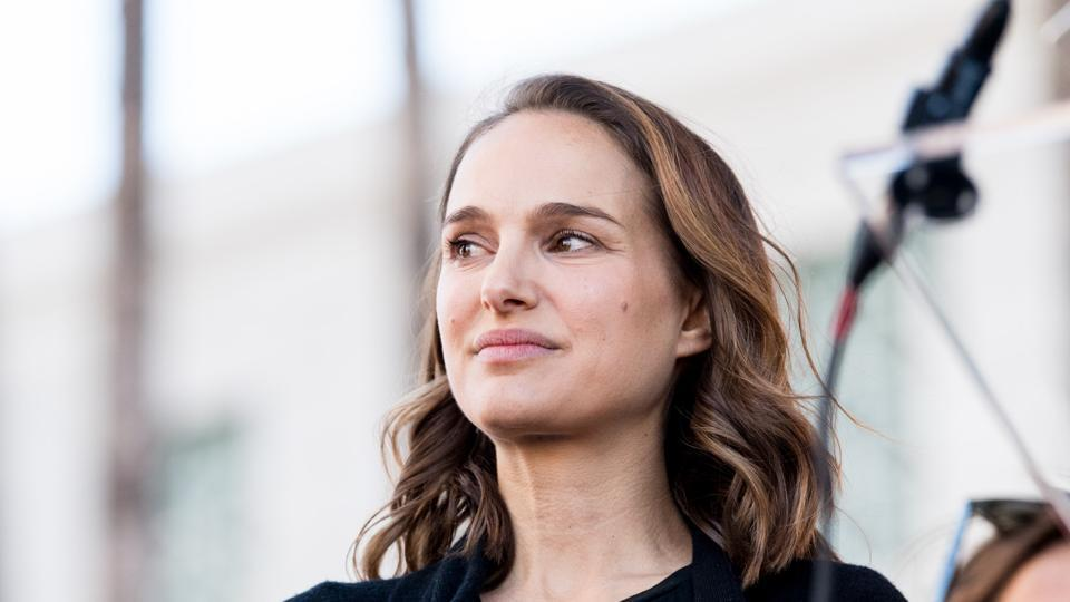 Natalie Portman attends the women's march Los Angeles on January 20, 2018.