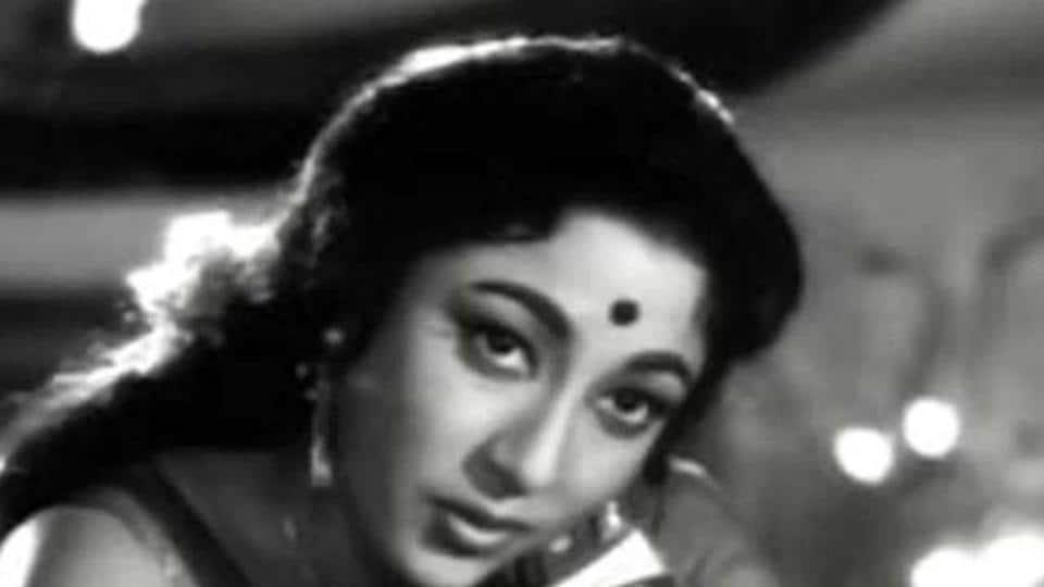 Mala Sinha received the Lifetime Achievement Award at Filmfare Awards 2018.