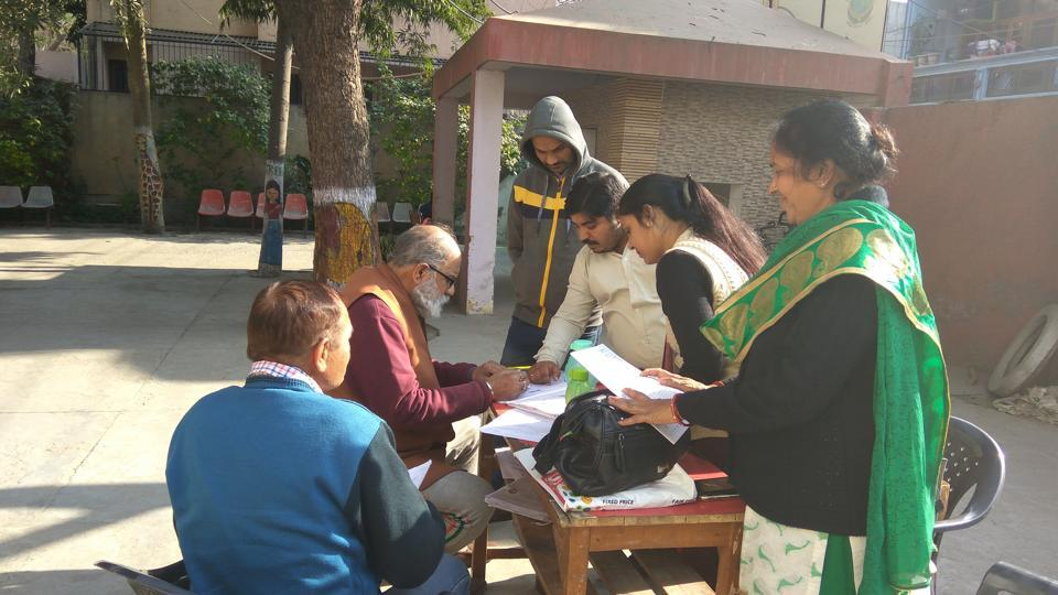 At the Sector 20 polling centre in Brahmananda Public School, seven booth level officers (BLO) were present. However, the centre received only 28 Form 6.