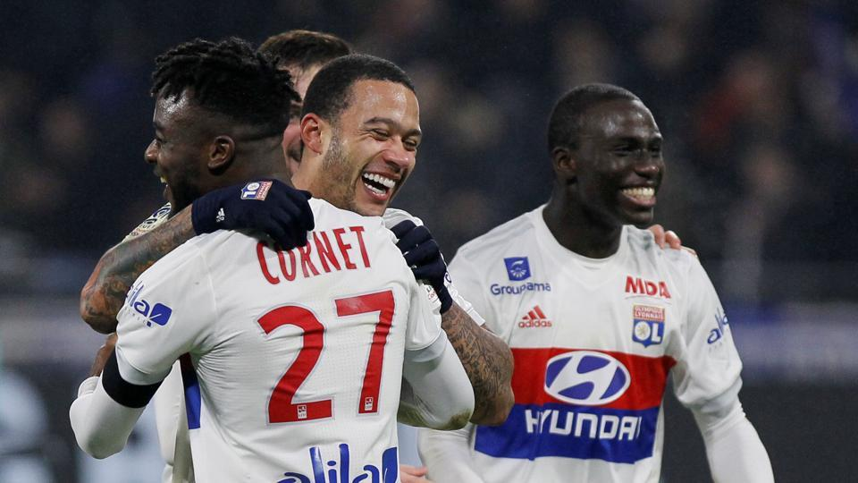 Memphis Depay scored for Olympique Lyon as they cut Paris saint Germain's lead at the top of Ligue 1 to eight points.