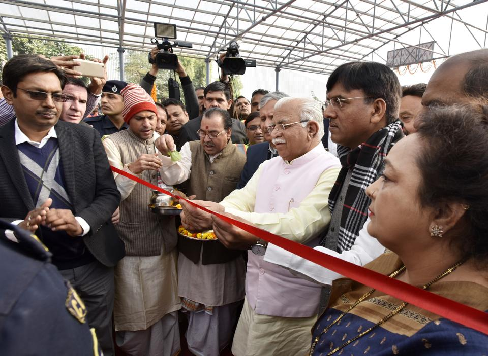(From right) Mayor Madhu Azad and Union minister Mansukh L Mandaviya look on as chief minister Manohar Lal Khattar inaugurates the underpass at Signature Tower on Monday.
