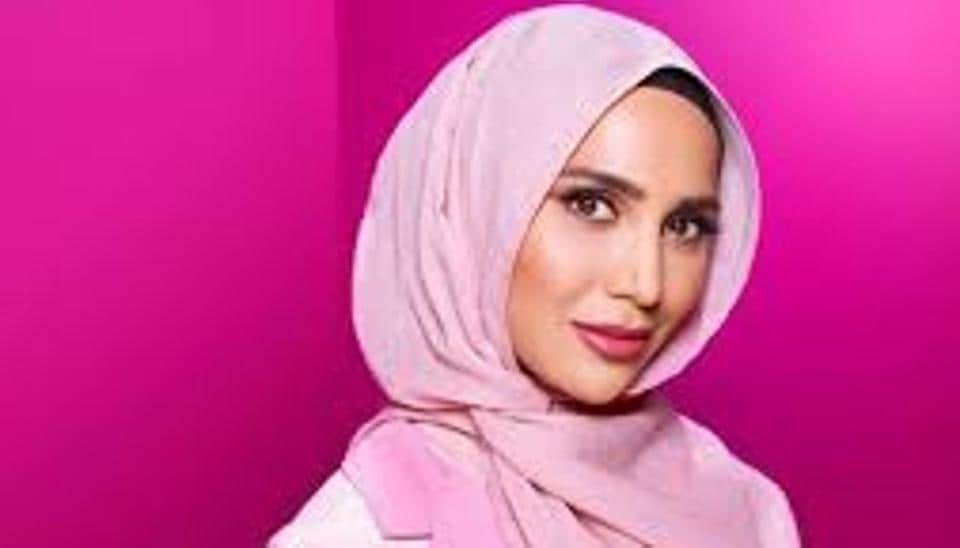 L'Oreal model to step down over anti-Israeli remarks