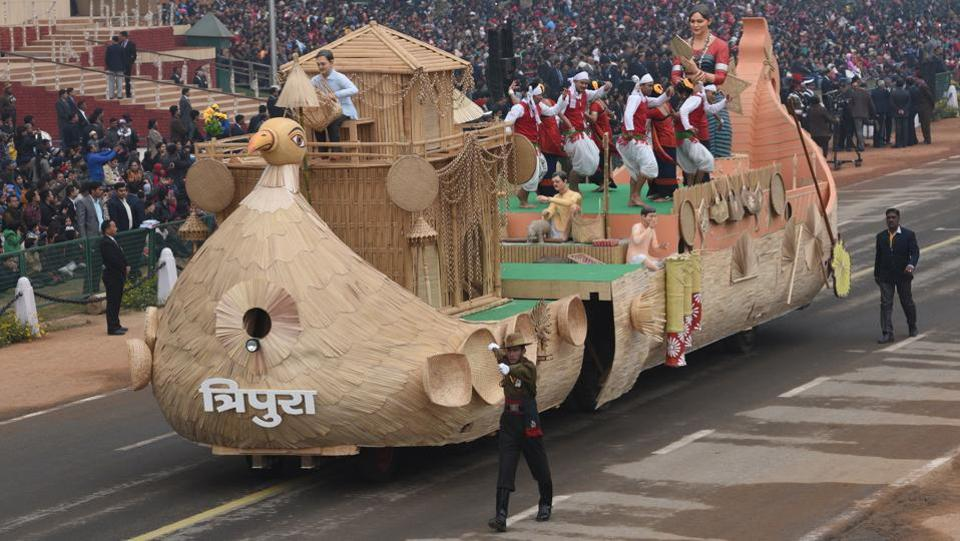 The function's incomplete without the ubiquitous state tableaux, like the one representing Tripura pictured here. (Mohd Zakir / HT Photo)