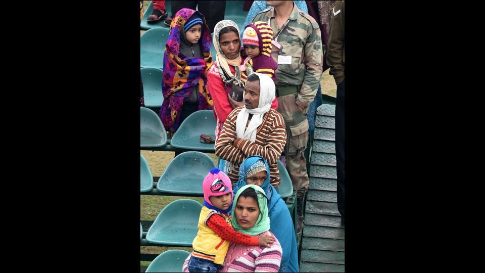 Spectators packed in warm layers were met with on-off bursts of rain that had some taking to tarp for shelter but glued nonetheless to the sights playing out. (Mohd Zakir / HT Photo)