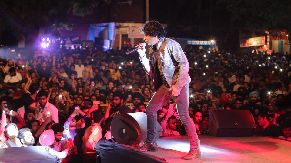 A still of KK's concert at Shri Ram College of Commerce during Crossroads — their annual cultural fest. Star nights as these tend to get too crowded for one's comfort.