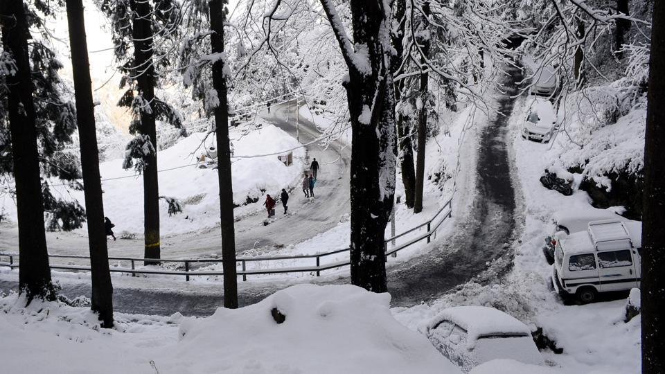 Tuesday's snowfall, the first in Shimla and second in the higher reaches of Kullu, Kinnaur, brought smiles to all. (Deepak Sansta/HT)