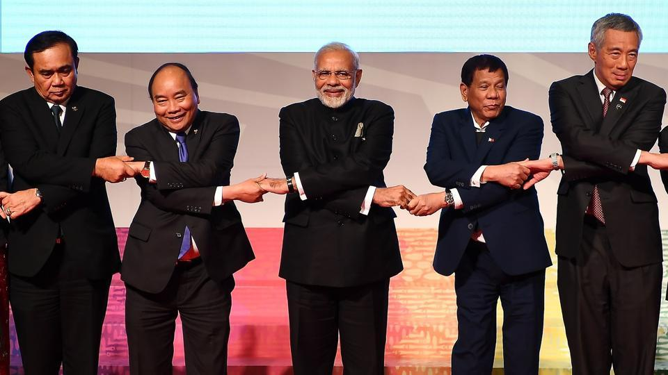(From L-R) Thailand's Prime Minister Prayut Chan-O-Cha, Vietnam's Prime Minister Nguyen Xuan Phuc, Prime Minister Narendra Modi , Philippine President Rodrigo Duterte and Singapore's Prime Minister Lee Hsien Loong pose for a photo during the 15th Asean-India Summit, on the sideline of the 31st Asean Summit, Manila, November 14, 2017