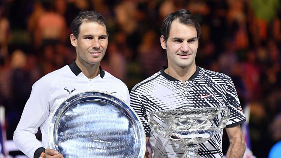 Top seeds like Roger Federer (R) and Rafael Nadal will face more difficult campaigns if the tennis grand slams go back to 16 seeds.