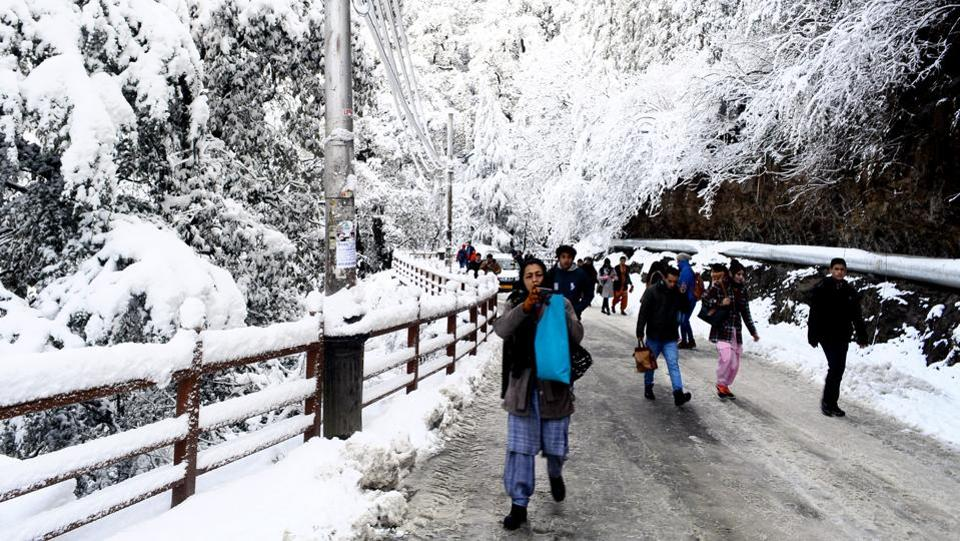 Tourists thronged Shimla and Kufri a day after the year's first snowfall. The snow was welcomed by tourist operators and farmers, who had been worried about the prevailing dry spell. The temperature dropped below zero as a result at most places in Himachal Pradesh. (Deepak Sansta / HT Photo)