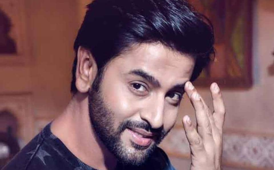 Shashank Vyas and other popular television actors reveal the names of their favourite patriotic films.