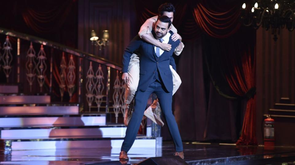 Varun Dhawan, who was adjudged the Most Stylish Youth Icon (male) at the HT India's Most Stylish awards in Mumbai on Wednesday, couldn't resist having some fun on stage with Cyrus Sahukar.  (ht photo)