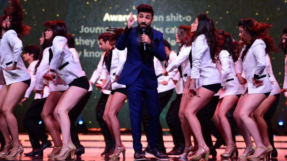 Actor and host of the evening, Vir Das kicked off the awards night in his own inimitable style. He sang a song set to the tune of 2017 hit Despacito, and even poked fun at award shows and Bollywood. Shiamak Davar's dance troupe accompanied him.  (ht photo)