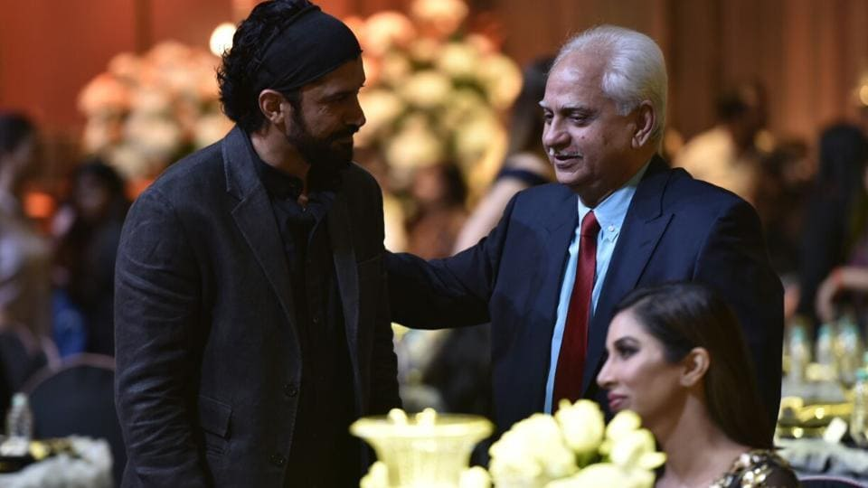 Actor Farhan Akhtar with director Ramesh Sippy.  (HT Photo)