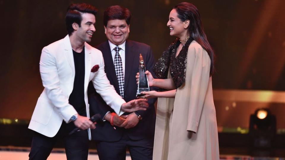 "Sonakshi Sinha received the Breaking the Mould (female) Award. ""I don't do what people expect me to do, be it the way I dress or the movies i do. You can call me a rebel,"" she said in her speech. (ht photo)"