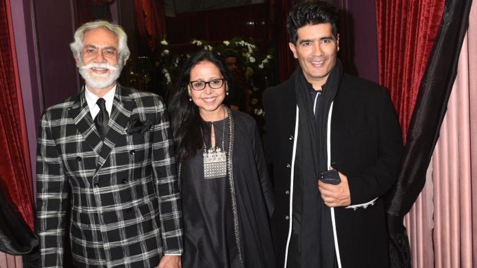 Fashion Design Council of India chairman Sunil Sethi with designer Manish Malhotra.  (HT Photo)